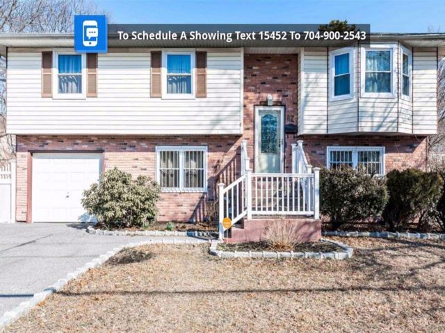 4 BR,  2.00 BTH  Hi ranch style home in Bay Shore